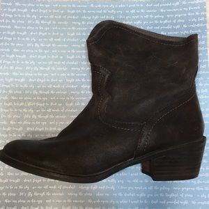 Beautifully distressed cowboy  booties 7.5 brown